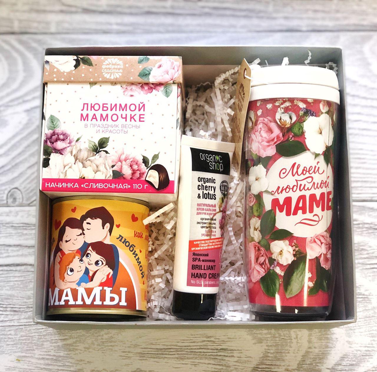 Подарочный бокс маме: кофе в термостакане, чай, конфеты, крем для рук от 1 170 руб