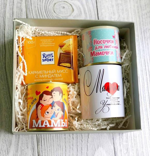 Подарочный бокс маме: шоколад, чай, кружка и носочки от 1 240 руб